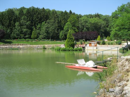 Pédalo sur l'étang