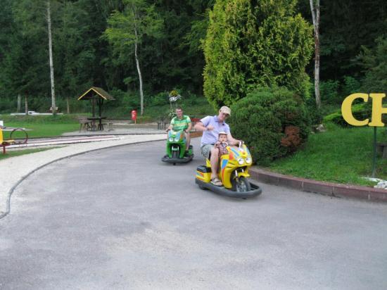 Motos voitures électriques